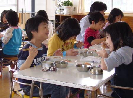 保育園での楽しいお昼ご飯