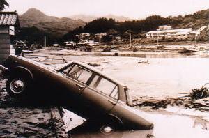 水害で流された乗用車
